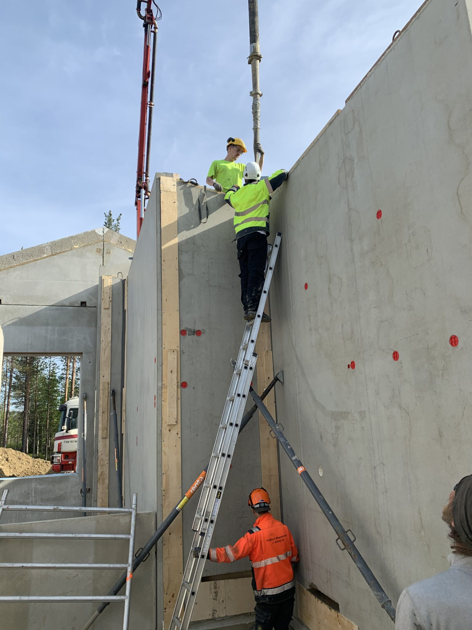 pystyvalu betonielementit rakentaminen